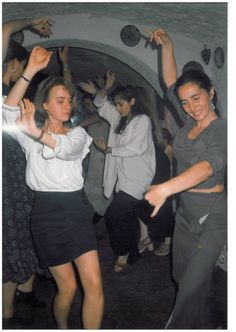 1997 Mati bailando en una fiesta