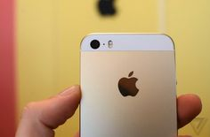 Apple signs iPhone deal with China Mobile, the world's largest carrier:WSJ