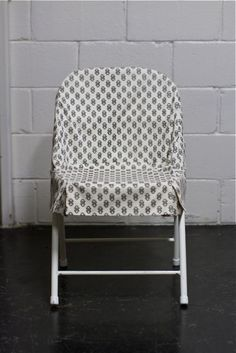 Cover Up Boring Or Ugly Folding Chairs With Fun Patterned Fabric This Simple Chair Slipcover