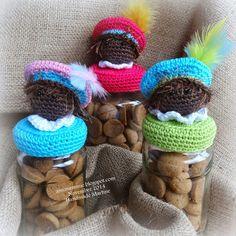 Wie zoet is krijgt lekkers..... (via Bloglovin.com ) Crochet Hooks, Knit Crochet, Mason Jar Cozy, Craft Markets, Candy Jars, Chrochet, Christmas Crafts, Projects To Try, Winter Hats