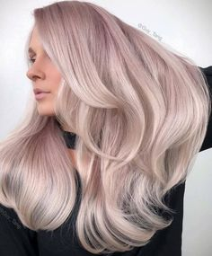Beautiful hairstyles with side-swept bangs for long hair. Plenty of ideas how to style your already beautiful long hair with fringes or bangs. Side Bangs With Long Hair, Long Curly Hair, Curly Hair Styles, Natural Hair Styles, Messy Hairstyles, Pretty Hairstyles, Pastel Hair, Pastel Pink, Beautiful Long Hair