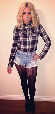 Black and white checked shirt, ripped denim short shorts and black suspender mock tights Dope Outfits, Casual Outfits, Fashion Outfits, Diesel Punk, Cyberpunk, Rockabilly, Chola Style, Grunge, Gothic