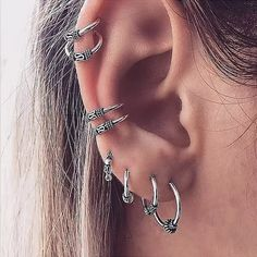 Η τρύπα λοιπόν στο αυτί , τη μύτη και το τρύπημα στον τράγο είναι πλέον μία γρήγορη και ανώδυνη διαδικασία και εμείς στο Amalfi ακολουθούμε πάντα ότι πιο εξελιγμένο και άριστο ποιοτικά υπάρχει στην αγορά Simple Earrings, Chain Earrings, Round Earrings, Pendant Earrings, Silver Hoop Earrings, Crystal Earrings, Clip On Earrings, Cartilage Earrings, Punk Jewelry