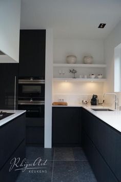 35 Gorgeous Black Kitchen Design Ideas You Have To Know – Küche Ideen Apartment Kitchen, Kitchen Interior, Black Kitchens, Cool Kitchens, Kitchen Living, New Kitchen, Rustic Kitchen, Kitchen Decor, Kitchen Walls