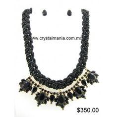 Set de collar y aretes en base dorada con diferentes formas en color negro estilo 30312