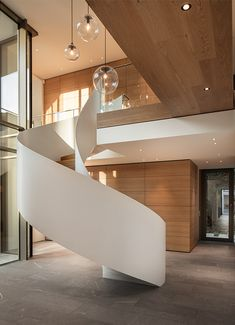 (Back unit internal staircase research) Location: Esslingen, Germany Area: 450 Year: 2017 Architects: Fuchs Wacker Architekten Team: Stephan Fuchs, Michael Gehrmann Photographs: Johannes Vogt, Patricia Parinejad All images courtesy of… Elegant Home Decor, Fall Home Decor, Elegant Homes, Home Decor Bedroom, Modern Staircase, Staircase Design, Spiral Staircases, Casa Kardashian, Home Addition Plans