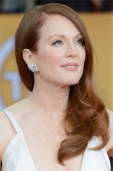 It's time for a new installment of CAMPAIGNING FOR COIN! Do you think Julianne Moore has what it takes?