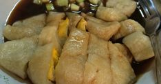 Resep Pempek Tanpa Ikan (dos) favorit. Resep Ny.Liem ini penyelamat ketika tiba2 saya kepengen makan pempek tapi malas untuk mencari bahan baku ikannya. Rasanya gurih dan pempek yg dihasilkan empuk. Pokoknya ga kalah deh enakny dgn pempek beneran yg pake ikan :D Indonesian Desserts, Indonesian Cuisine, Indonesian Recipes, Seafood Recipes, Snack Recipes, Cooking Recipes, Snacks, Health Recipes, Rice Recipes