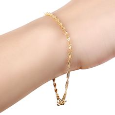 The simplicity of a little gold chain should never be underestimated.#luxurystylers #luxurystylers.com  #luxury  stylers