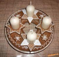 medovníkový adventný veniec - Hľadať Googlom Decorative Plates, Baking, Breakfast, Christmas, Advent, Food, Home Decor, Natal, Homemade Home Decor