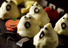 Flødebolle gys med lakridssmag - Sjov Halloween opskrift (recipe in Danish from Odense Marcipan)