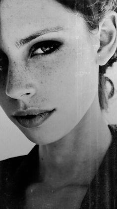 I will change so much . I will change so much Black And White Portraits, Black White Photos, Foto Face, Skin Moles, Photographie Portrait Inspiration, Face Photography, Studio Portraits, Portrait Art, Freckles