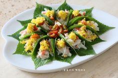 깻잎쌈 샐러드 한쌈씩 들고 먹어요.텃밭요리 : 네이버 블로그 Food Plating, Cobb Salad, Sushi, Cooking, Ethnic Recipes, Kitchens, Food Food, Kitchen, Brewing