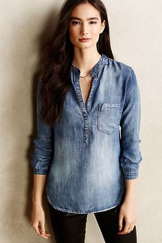 Modelo de camisa jeans feminina