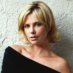 Amazing Charlize Theron stays near a white wall. She looks in your eyes. Her blond short hair is disheveled. Her sexy shoulders are not cover. Short Blonde Haircuts, Layered Bob Hairstyles, Short Hair Cuts, Girl Hairstyles, Short Hair Styles, Charlize Theron Hair, Charlize Theron Photos, World Most Beautiful Woman, Beautiful Actresses