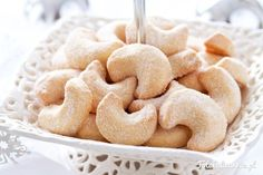Absolutely delicious Vanilla pudding shortbread cookies covered in Vanilla sugar. Perfect treat for Christmas. (in Polish) Cookie Recipes, Snack Recipes, Snacks, Polish Recipes, Polish Food, Vanilla Sugar, Recipes From Heaven, Shortbread Cookies, Food Cakes