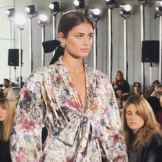 From backstage to front row, via the sets, models and, of course, the clothes, see Fashion Week Fall/Winter 2016-2017 how Vogue Paris editors see it.
