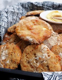 HELPOT PORKKANALEIPÄSET - Kaakao kermavaahdolla Vegan Breakfast Recipes, Brunch Recipes, Bread Recipes, My Favorite Food, Favorite Recipes, Savoury Baking, Sweet And Salty, Food Inspiration, Food And Drink