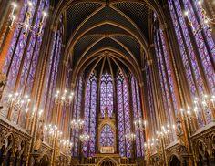Île de la Cité in Paris, architecture to see. Sainte-Chapelle gothic interior (5)