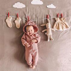 Funny Baby Photography, Newborn Baby Photography, Funny Baby Pictures, Cute Baby Pictures, Baby Couch, Monthly Baby Photos, Baby Boy 1st Birthday, Foto Baby, Baby Portraits