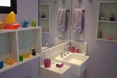 No banheiro infantil, os brinquedos de borracha, além de divertir na hora do banho, podem decorar o ambiente, deixando-o mais delicado e alegre. #Home #filhos