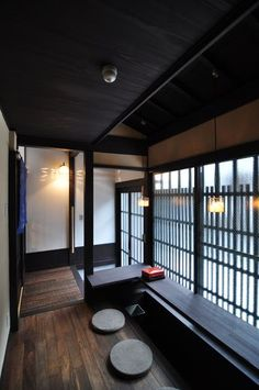京都の伝統家屋 町家の貸切の宿 朱雀ききょう庵_カウンター kyoyadoya Japan kyoto machiya inn Japanese Style House, Traditional Japanese House, Japanese Home Decor, Japanese Modern, Japanese Interior Design, Japanese Design, Japan Architecture, Interior Architecture, Pavilion Architecture