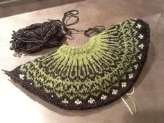The Top-Down Icelandic Sweater: A Class on Knitting from the Top Down....Really like these colors!!!