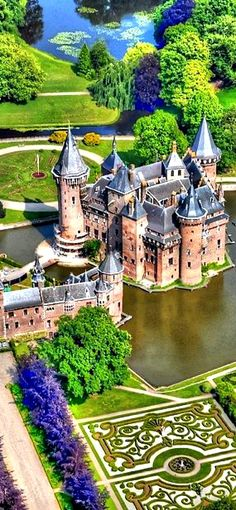 Kasteel de Haar is the largest castle of Holland and is located just outside Utrecht and a half an hour drive from Amsterdam. De Haar has everything you expect from a castle; towers, turrets, moats, gates and suspension bridges. Places Around The World, Oh The Places You'll Go, Places To Travel, Travel Destinations, Places To Visit, Around The Worlds, Travel Europe, European Travel, Travel Tips