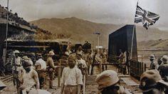 Enemy at the Gate, the IJA 38th Division arrived the Hong Kong border in 1940. 兵臨城下:日本自1940年攻陷廣東後,派軍封鎖香港邊境。圖示由日軍38師團(南方派遣隊)拍攝於1940年8月底,從深圳看已被切斷了的九廣鐵路段羅湖邊境。對岸關卡是香港境,防守只是以印度籍和外籍警隊站崗,看來香港政府抗日戰爭初期,沒有着重以邊境防衛為首要目標。(圖片提供:日本南方派遣隊相片冊)