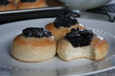 Kolaches with Poppy Seed Filling    http://laurassweetspot.com/2012/01/03/kolaches-with-poppy-seed-filling/