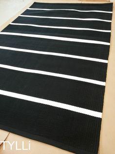 TYLLi: Mustavalkoista raitaa Textiles, Floor Rugs, Rugs On Carpet, Cheer Skirts, Weaving, Rug Patterns, Kids Rugs, Interior Design, Knots