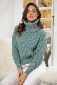 Turtleneck Style, Ribbed Turtleneck, Turtleneck Outfit, Thick Sweaters, Girls Sweaters, Winter Fashion Outfits, Women's Fashion, Girl Smoking, Poses