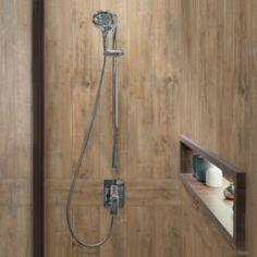 Les codes de la décoration maison appliqués à l'hôtellerie- Cabine de douche esprit chalet avec un revêtement mural décoratif made by Grosfillex