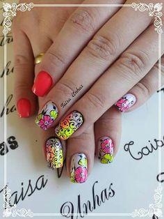 Unha diferente de Taisa unhas. Different nail by Taisa unhas.  Uña diferente por Taisa unhas. Unghie different di Taisa unhas.