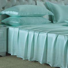 Pale Turquoise, Nuestras sábanas encimeras de #seda se han fabricado con la mejor seda de #morera de #19 mm, que es hermosa, suave y lujosa. Se puede ajustar de forma natural a la temperatura del cuerpo, es resistente al polvo y te brinda un sueño maravilloso. De: https://www.oosilk.com/es/silk-flat-sheets-c.html