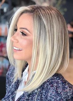 Ashy Pearl Blonde ★ Ash blonde hair color is designed for ladies who want to rock the latest trends. Dive in our inspo-gallery to discover how different it can be: natural balayage ideas, icy highlights for medium brown hair, platin Shoulder Length Blonde, Shoulder Hair, Medium Hair Cuts, Medium Hair Styles, Short Hair Styles, Thin Hair Styles For Women, Medium Cut, Medium Layered, Long Layered