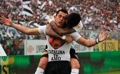 21 de Octubre de 2012/SANTIAGO  Carlos Muñoz celebra su gol , durante el partido valido por la decimo cuarta fecha del Campeonato Nacional de Clausura 2012 entre Colo Colo vs Universidad de Chile, jugado en el Estadio Monumental  FOTO:MARIO DAVILA/AGENCIAUNO