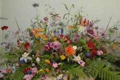 Wild Flower Arrangements, Ikebana Arrangements, Casket Flowers, Funeral Flowers, Grave Decorations, Flower Decorations, All Flowers, Beautiful Flowers, Funeral Sprays