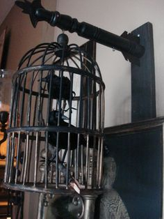 In love with this caged bird idea! For everyday decor, not even for Halloween!