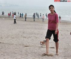 Bollywood actor #ShilpaShetty take stroll on the #Juhubeach in Mumbai. http://movie.webindia123.com/movie/asp/event_gallery.asp?cat_id=2&p_id=0&e_no=6346