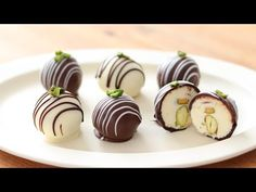 クリームチーズ・チョコトリュフの作り方&ラッピング Cream Cheese Chocolate Truffle|HidaMari Cooking - YouTube Oreo Truffles Recipe, Chocolate Truffles, Candy Recipes, Sweet Recipes, Dessert Recipes, Chocolate Cheese, Chocolate Recipes, Chocolate Tres Leches Cake, Homemade Candies