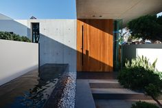 A courtyard screens the entry pavilion from the street. Image: Trevor Mein