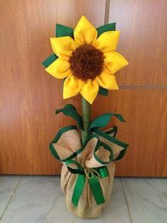 Best 12 Sandra Moura – AmigurumiHouse – Page 466615211393095833 Flower Crafts, Diy Flowers, Fabric Flowers, Jute Crafts, Diy And Crafts, Creative Homemade Gifts, Sunflower Burlap Wreaths, Felt Flowers Patterns, Macrame Wall Hanging Diy