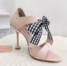 Gorgeous Heels, Beautiful Shoes, Women's Shoes Sandals, Shoe Boots, Only Shoes, Dream Shoes, Louboutin Shoes, Ankle Straps, Types Of Shoes