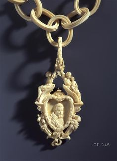 Ivory necklace with medallion portrait of Johann Georg I of Saxony  Zeller, Jacob (ivory carvers) Dresden, shortly before 1618