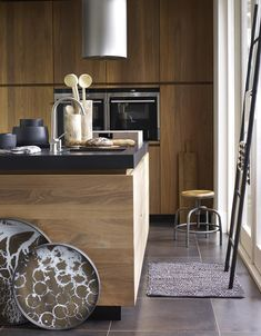 Kitchen of solid walnut | Styling @marianneluning | Photographer Hotze Eisma | vtwonen March 2015