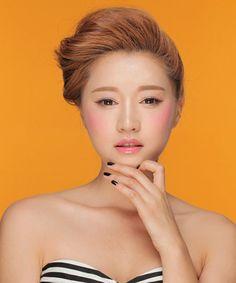 Korean Straight Brows, 9 Korean Makeup Trends You Need To Try Now Korean Makeup Brands, Korean Makeup Tips, Korean Makeup Look, Korean Makeup Tutorials, Korean Beauty, Beauty Tutorials, Skin Makeup, Beauty Makeup, Hair Beauty