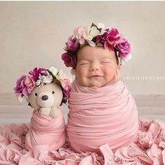 30 Newborn Baby Poses for Home and Studio Photography - Baby photoshoot - Newborn Photography Foto Newborn, Newborn Baby Photos, Baby Poses, Newborn Shoot, Newborn Pictures, Cute Baby Photos, Baby Girl Photos, Cute Babies Pics, Cute Babies Newborn