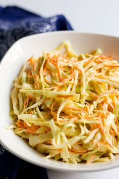 Coleslaw is the only sald I know that tastes even beter the next day. This recipe is simple but results in great tasting cloeslaw. Best Salad Recipes, Salad Dressing Recipes, Vegetarian Recipes, Vegetarian Salad, Easy Bread Recipes, Cooking Recipes, Coleslaw, Main Meals, Dinner Recipes