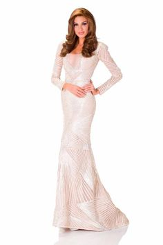 Gabriela Isler, Miss Universe Venezuela poses in her evening gown at at Crocus City Hall, Moscow, Russia. Pageant Dresses, Formal Dresses, Wedding Dresses, Miss Universe Crown, Venezuelan Women, Miss Venezuela, Studio Poses, Fashion Bible, Latin Girls